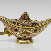 Aladdin lámpása Swarovski kristályokkal kirakva? Ez nem lehet más, mint Judith Leiber új kollekciója!