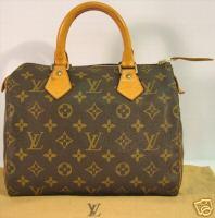 2de5b27b19 Louis Vuitton nagyon odafigyel a varrásokra is. Minden egyes táskánál  ugyanannyi öltésnek kell lennie ugyanazon a részen. A különbség az  úgynevezett bőr ...