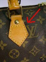 98a40b676c III. Hol gyártották? Attól nem kell megijednetek, ha a táskátokba az van  írva, hogy Made in Spain. A cég hivatalosan 25 éve a legtöbb táskát ...