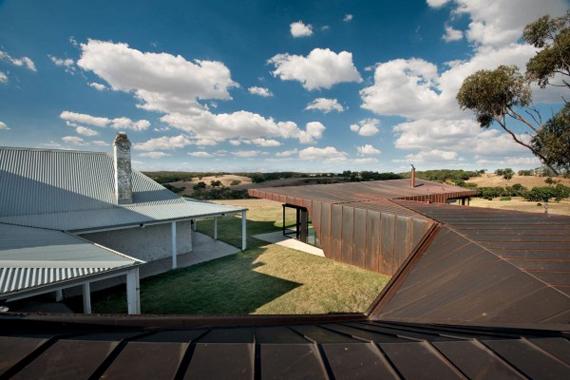 Brent-Knoll-Residence-in-Malmsbury-Australia-by-March-Studio-4.jpg