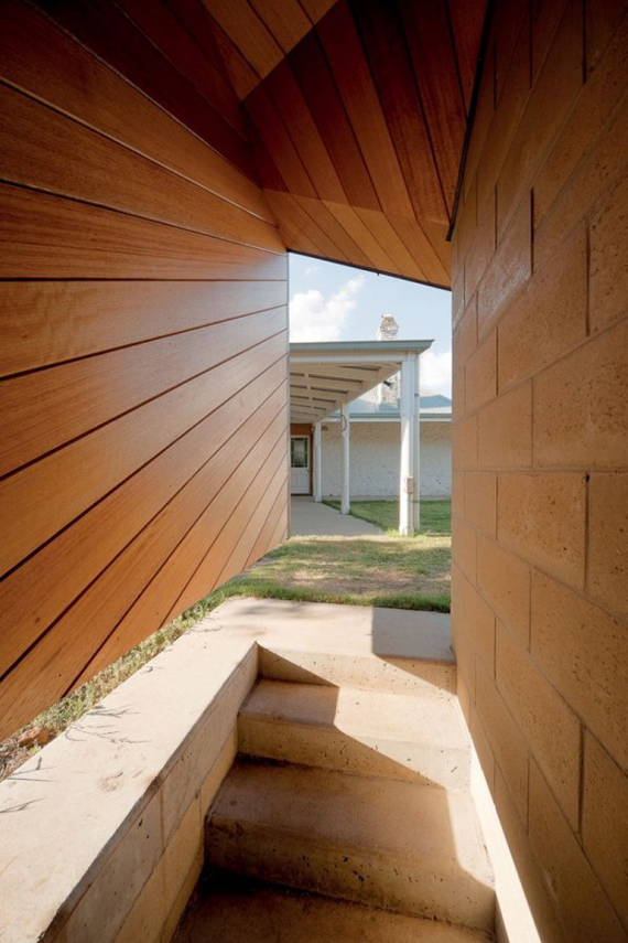Brent-Knoll-Residence-in-Malmsbury-Australia-by-March-Studio-7.jpg