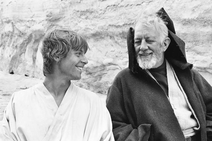 A kölyökképű Hamill és Sir Alec Guinness 1976-ban, az Új remény forgatásán.