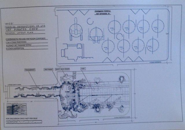 Kalóz kikötő díszletének alaprajza és referencia alaprajz a massassi templom díszletéről (a IV. Epizódból)