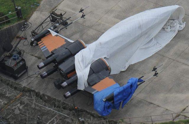 X-szárnyú vadészgép fekete-narancs-ezüst festéssel. Remélem, sokat fogjuk látni a mozivásznon is. (forrás: 20minutos.es)