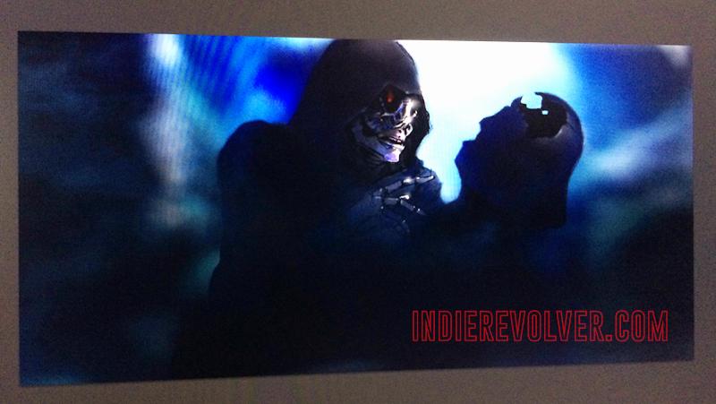 Ő lenne a VII. Epizód főgonosza? Az IndieRevolver.com szerint a kép az inkvizítor látványterve. A karakter félig gép, félig organikus, ami legkevésbé sem eredeti (Grievous tábornok még megvan?), igaz, ez Darth Vader óta visszatérő motívuma a Csillagok háborújának. Kezében egyébként Vader összeroncsolt sisakját tartja.
