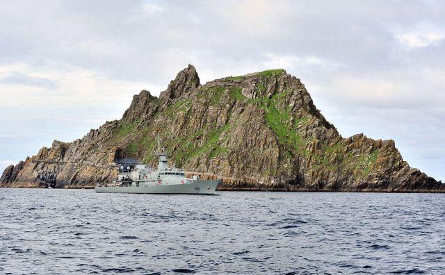 Az ír haditengerészet a sziget körül két mérföldes sávot ellenőriz. (fotó: Daily Mail)