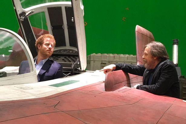 Harry herceg egy A-szárnyú vadászgép pilótafülkéjében (forrás: Twitter)