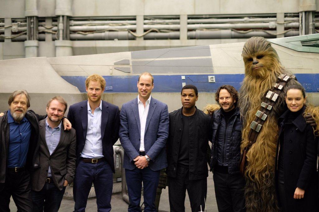 Vilmos és Harry herceg a Star Wars VIII alkotóival (forrás: Twitter)