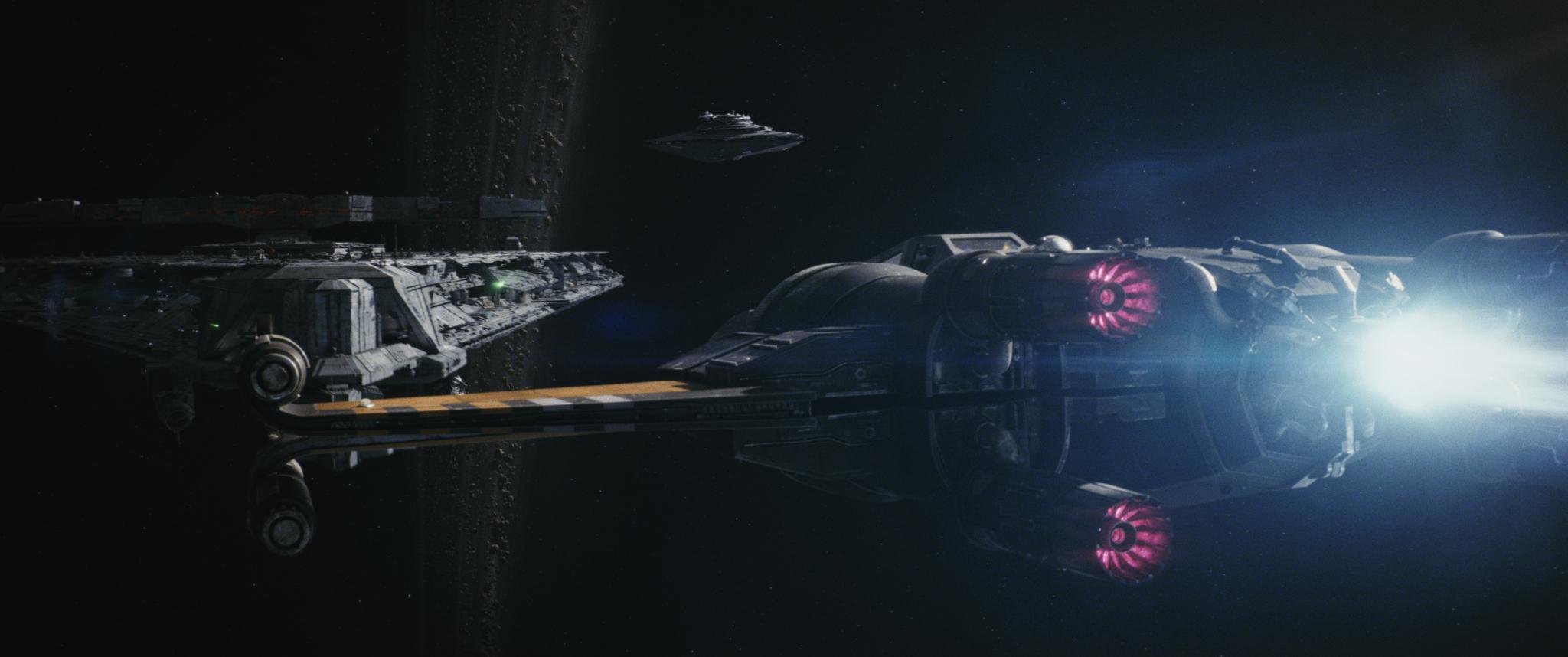 Poe új X-szárnyú vadászgépét extra hajtóművel szerelték fel. Az új felszerelés hamar kifullad, viszont képes gyorsan az ellenség vonalai mögé repíteni az űrhajót.