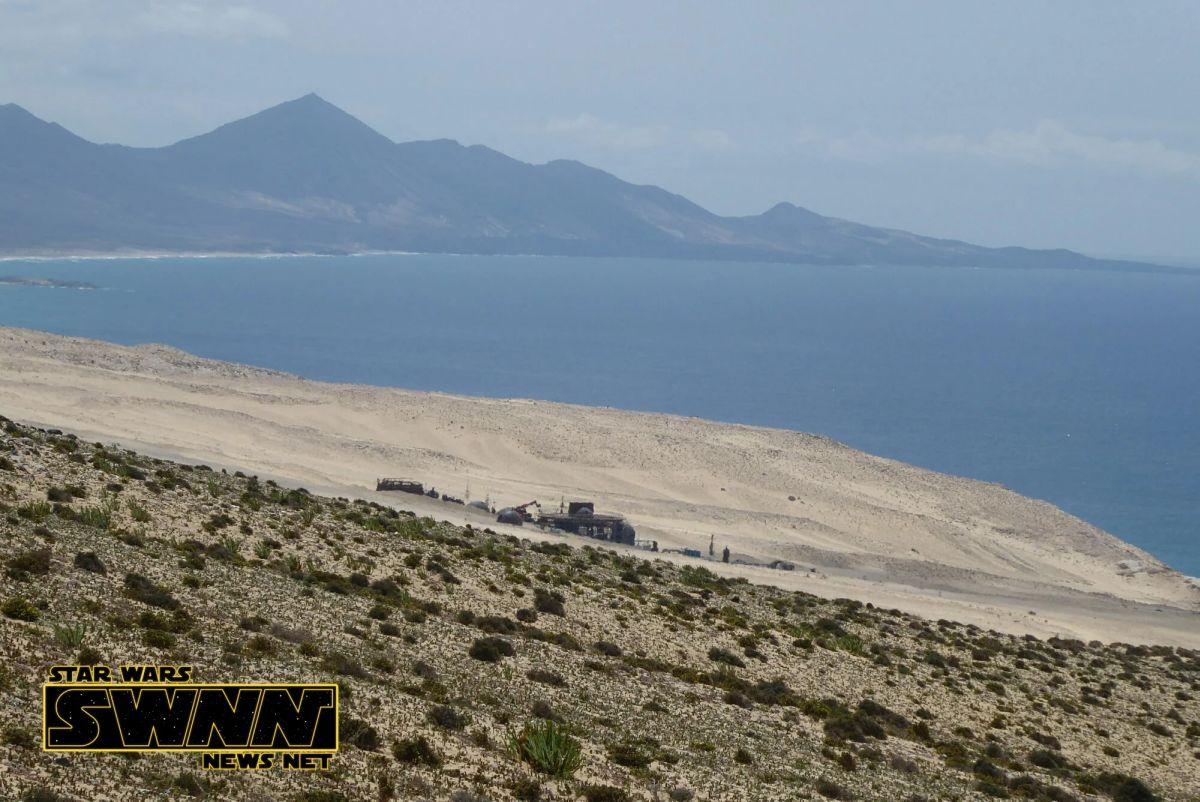 A díszlet a tengertől alig 500 méterre áll. Négy kilométerrel odébb felkapott turistaközpontot találunk.