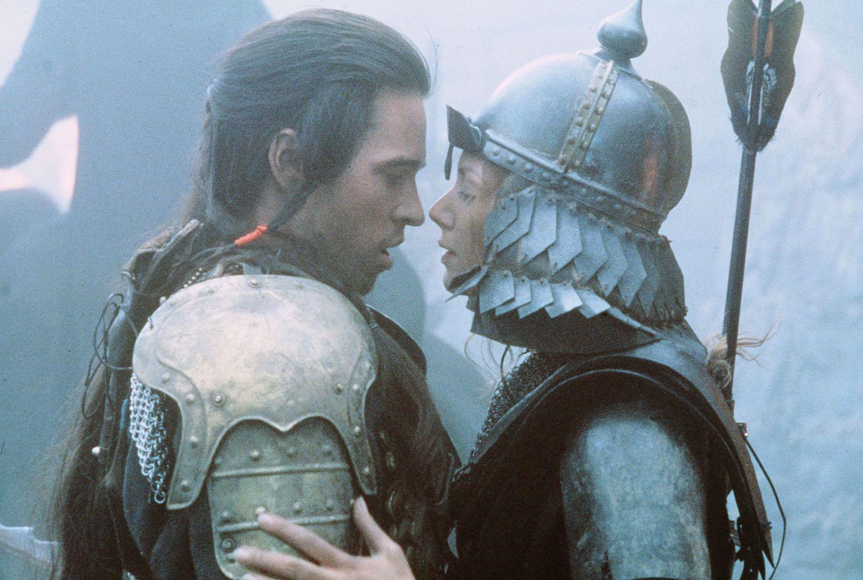 Kezdetben ellenségek: Madmartigan (Val Kilmer) és Sorsha (Joanne Whalley).