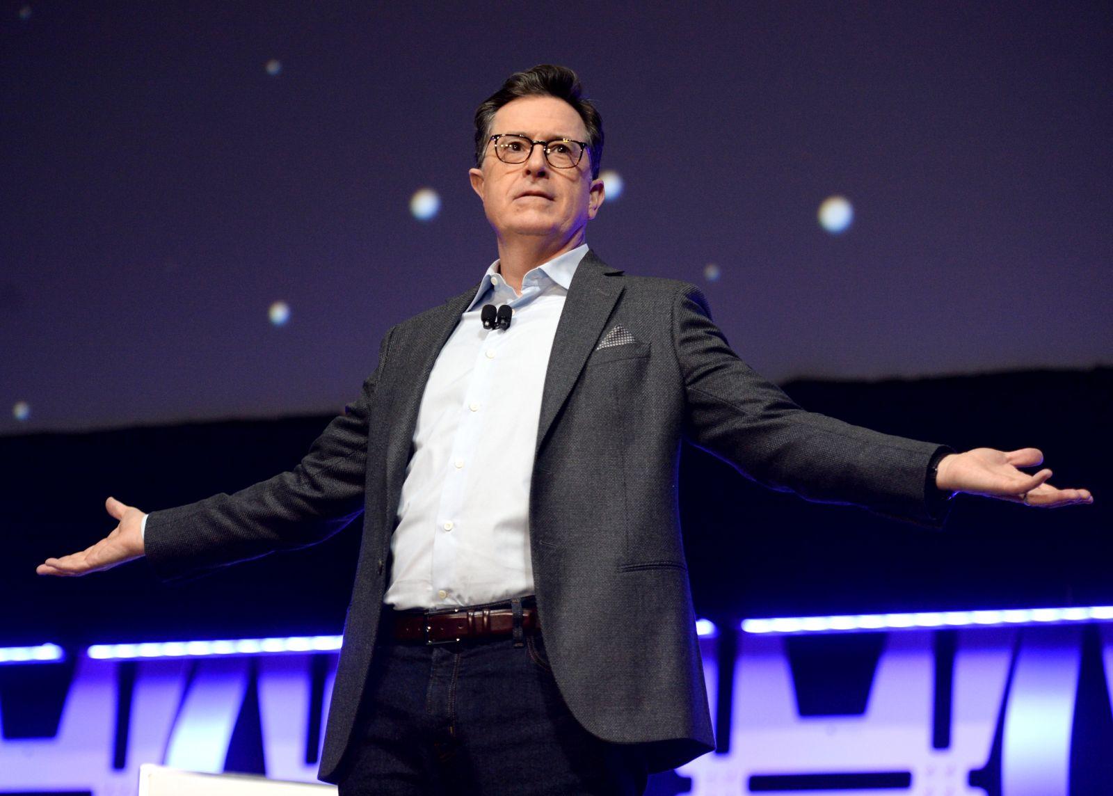 Stephen Colbert a Celebration színpadán (fotó: Disney)