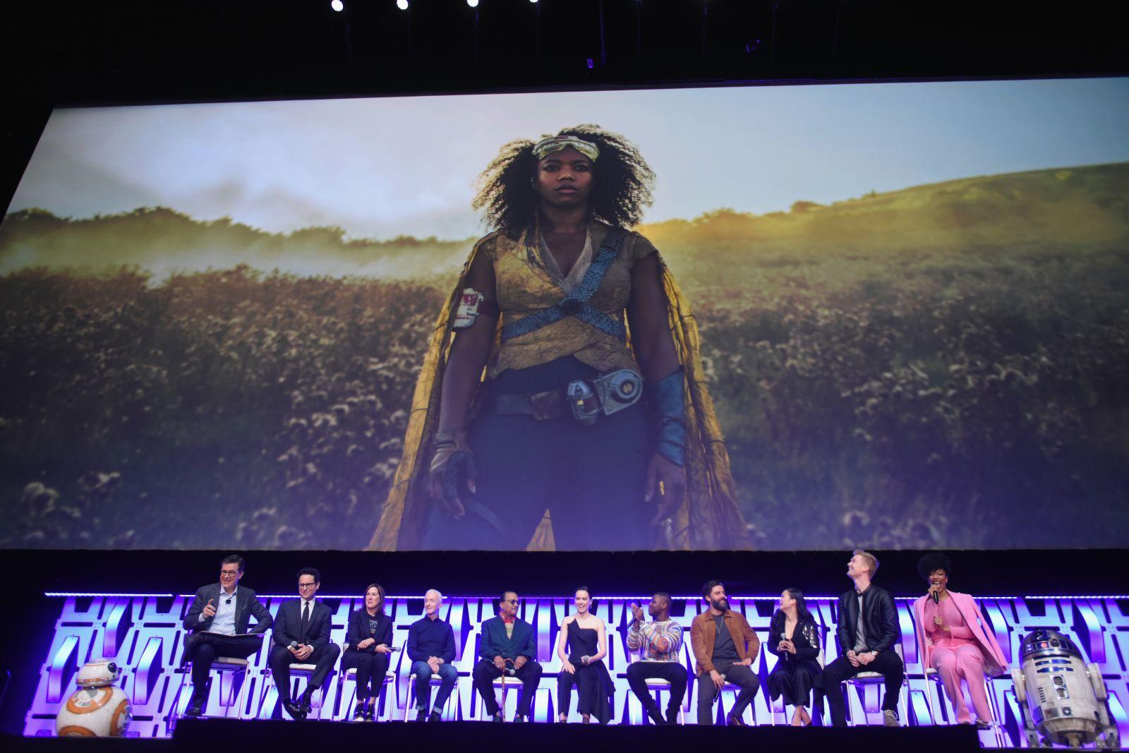 A IX. Epizód pódiumbeszélgetése (fotó: Disney)