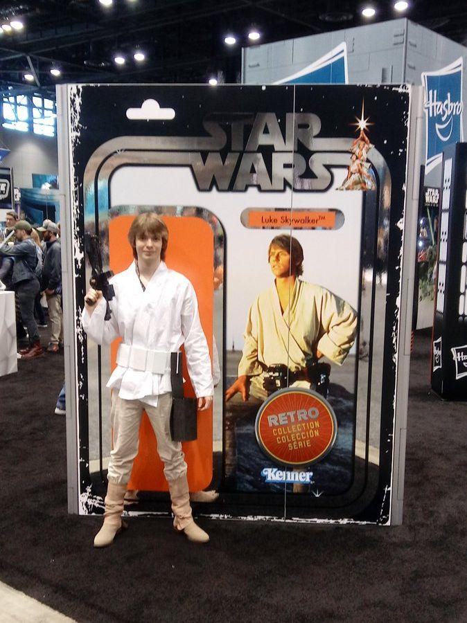 Luke hozza a figurát (forrás: Twitter)