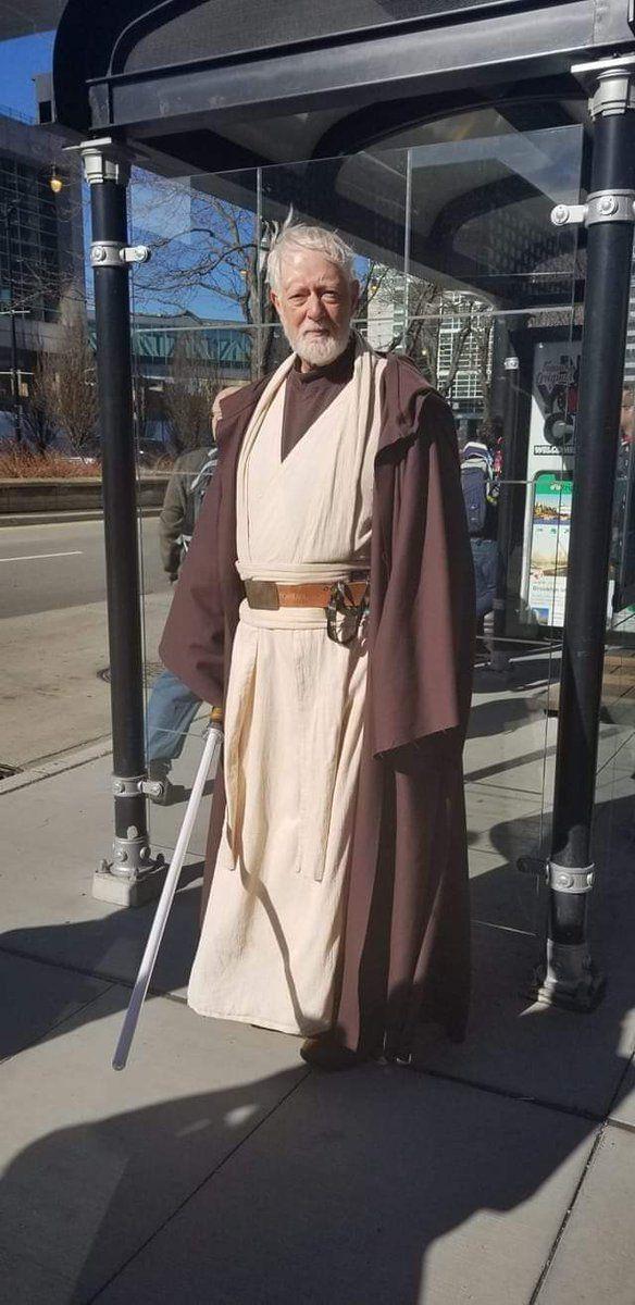 Egy Obi-Wan Kenobi a buszmegállóban (forrás: Twitter)