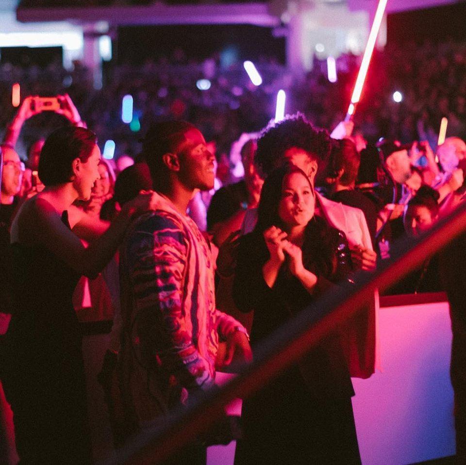 Így élvezték a színészek a közönség reakcióját (fotó: Disney)