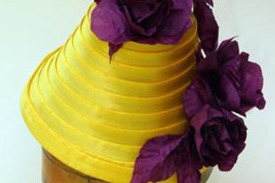 Sárga szatén tok kalap