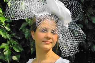 Esküvői kalap - extrém esküvői fátyol
