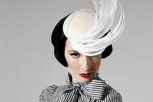 A  dívák is kalapot viselnek - Dita von Teese 3.