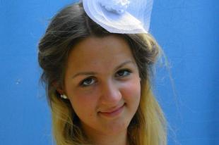 Esküvői kalapok - fészek pom-pom virággal