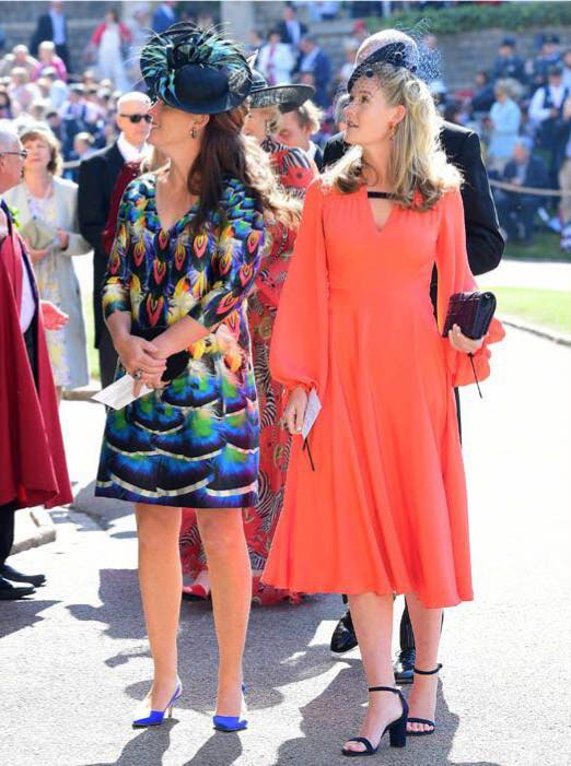 Lady Tamara Grosvenor és Lady Viola Grosvenor szintén Rachel Trevor Morgan kalapban
