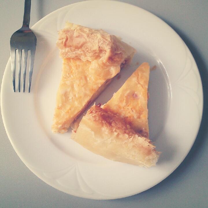 Sajtos baconos hagymás pite