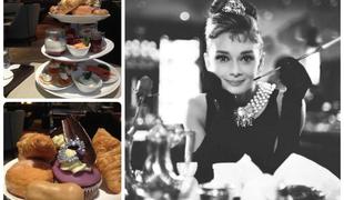 Reggeli Audrey Hepburn módra