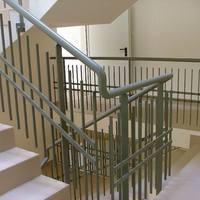 Miért koszos a lépcsőház?