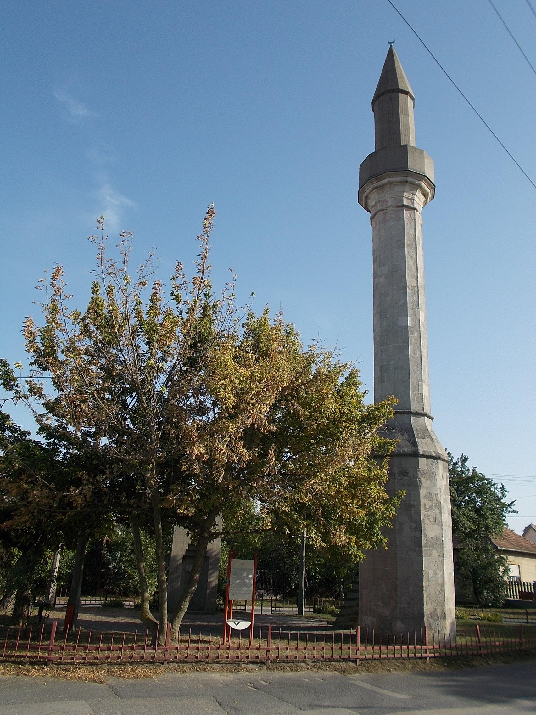 minaret_in_erd_nw_hungary.JPG