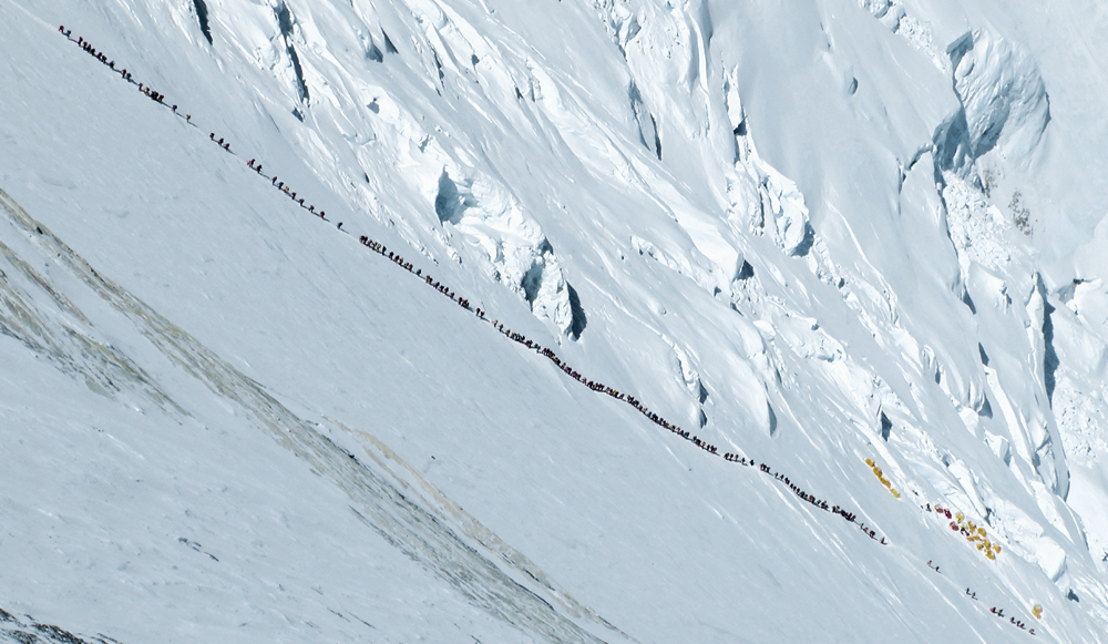 traffic_jams_tourism_turning_mt_everest_into_a_death_trap.jpg