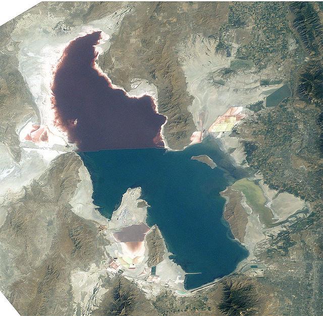 640px-Great_Salt_Lake_ISS_2003.jpg