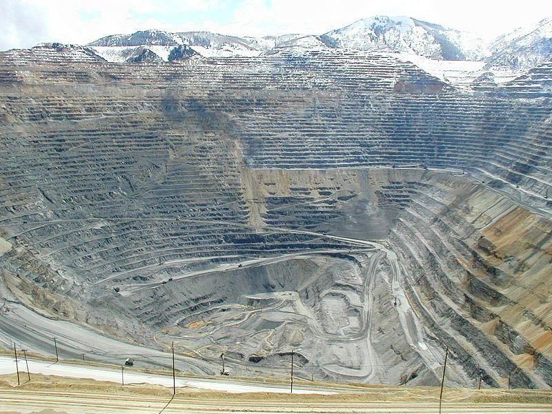 800px-Bingham_mine_5-10-03.jpg