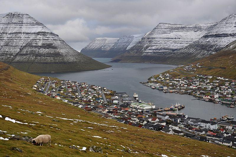 800px-Faroe_Islands,_Borðoy,_Klaksvík_(3).jpg