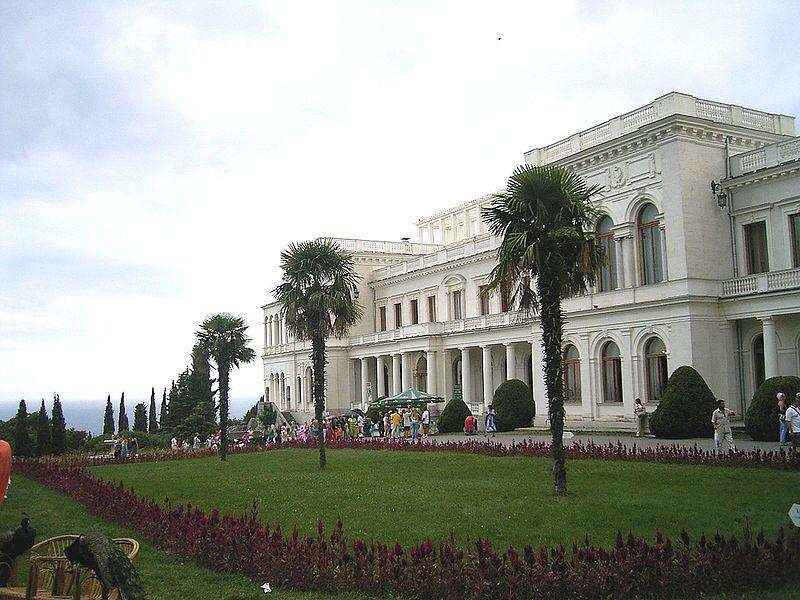 800px-Livadia_Palace_Crimea.jpg