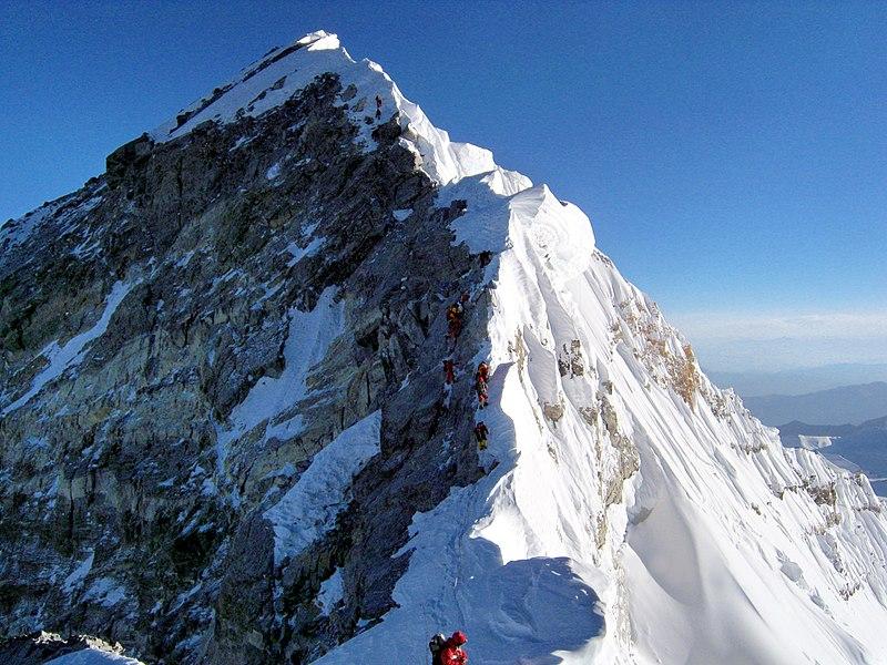 800px-hillery_step_near_everest_top_retouched.jpg