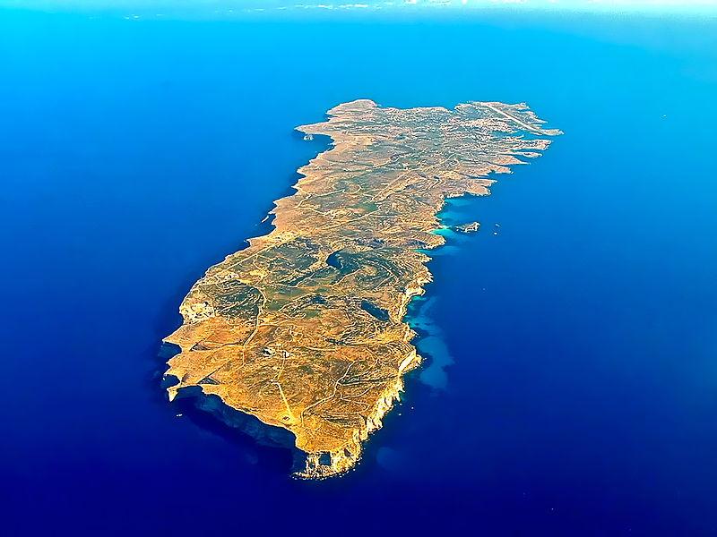 800px-lampedusa_island.jpg