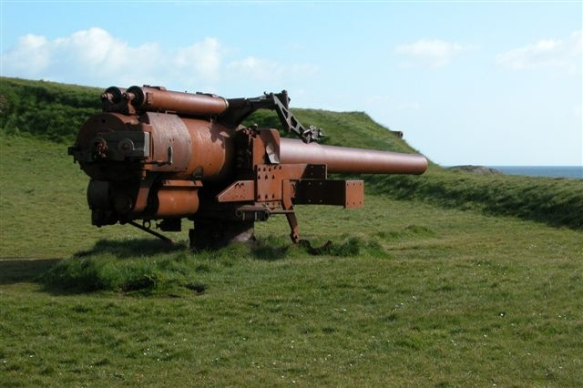 British_gun,_skansin_(Faroe_Islands).jpg