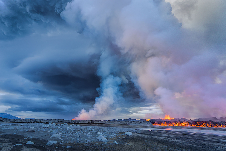 Iceland Volcano Lava Flow 05_mashable.jpg