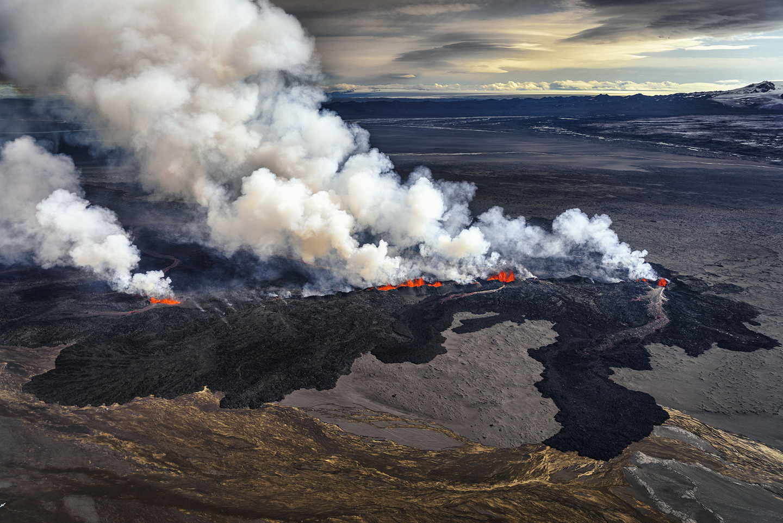 Iceland Volcano Lava Flow 10_mashable.jpg
