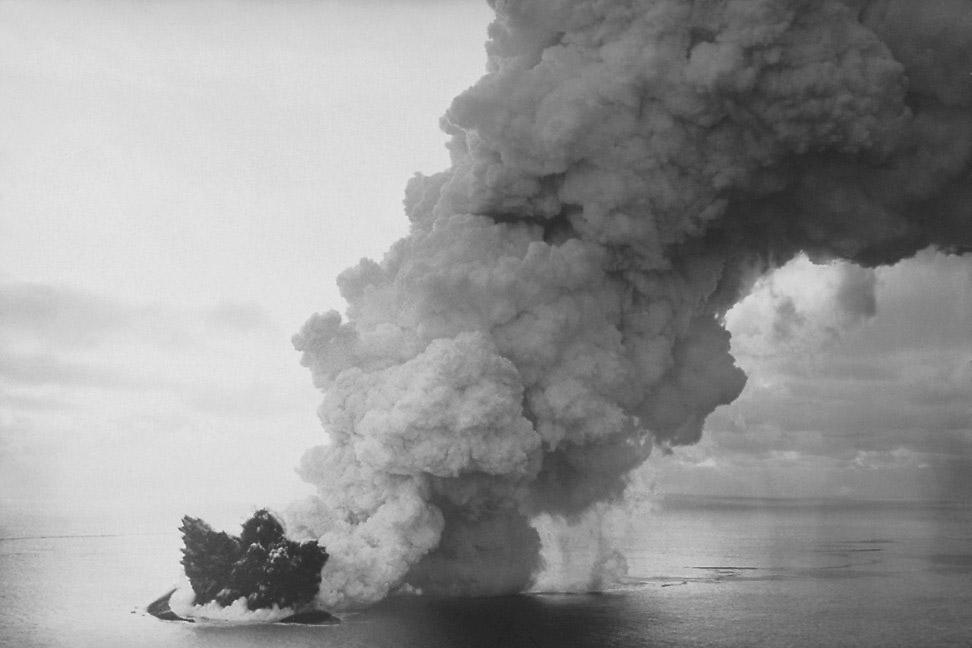 Surtsey_eruption_2_wiki.jpg