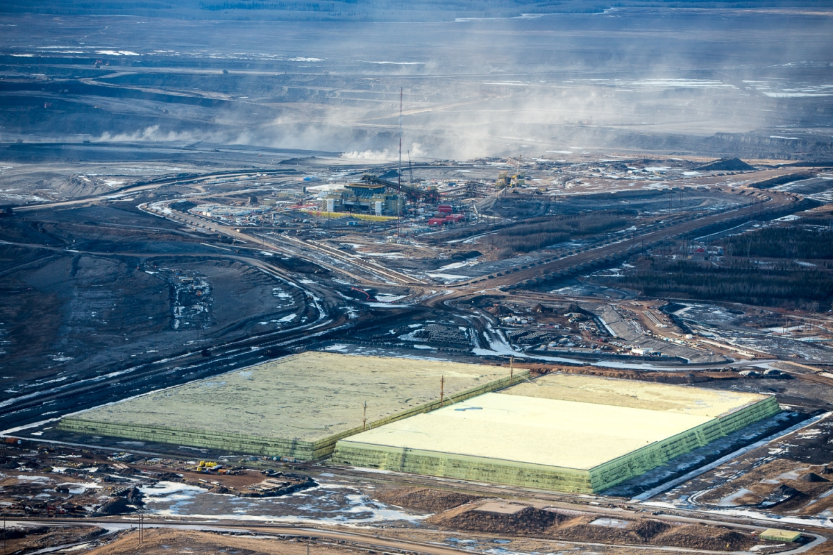 alex_mclean_oilsands_14_growing_pyramids_of_sulfur_a_byproduct_of_upgrading_bitumen_mildred_lake_alberta_canada_140407-0743.jpg