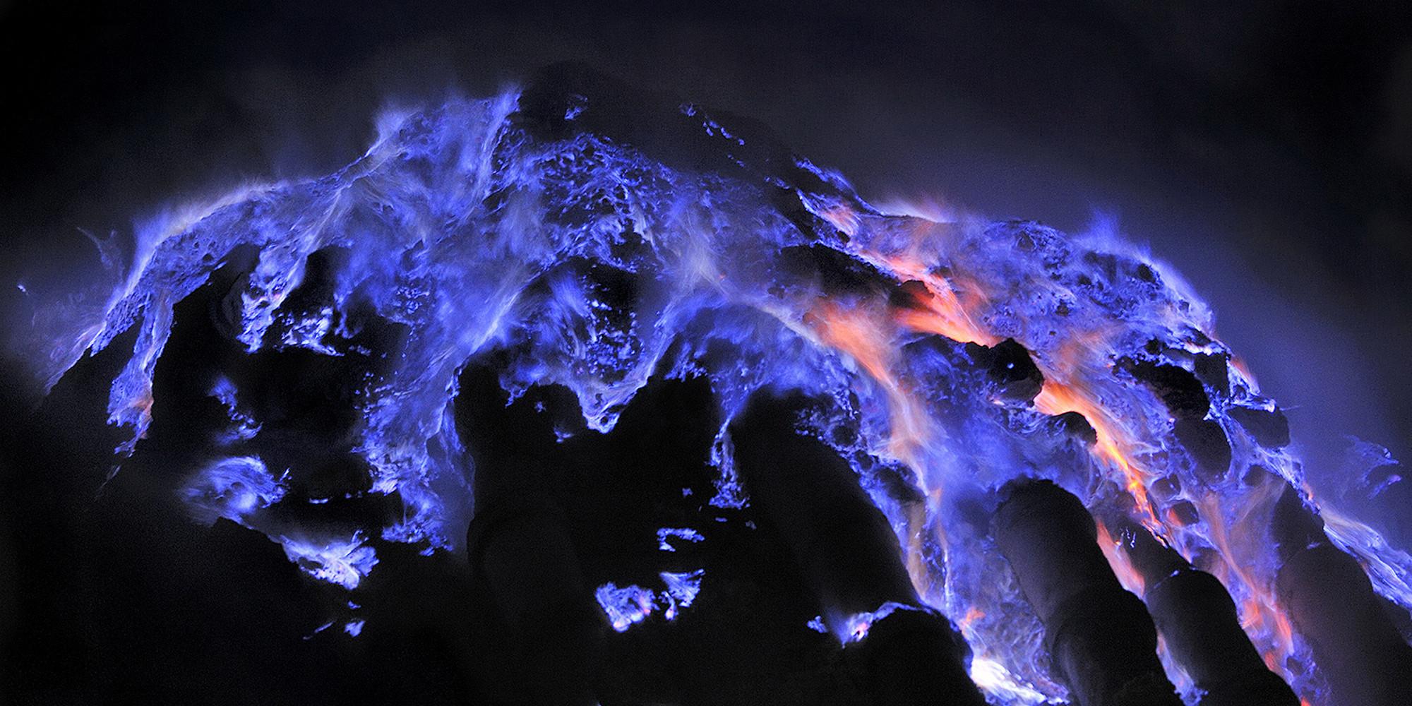 blue-lava-kawah-ijen-volcano-woe1.jpg
