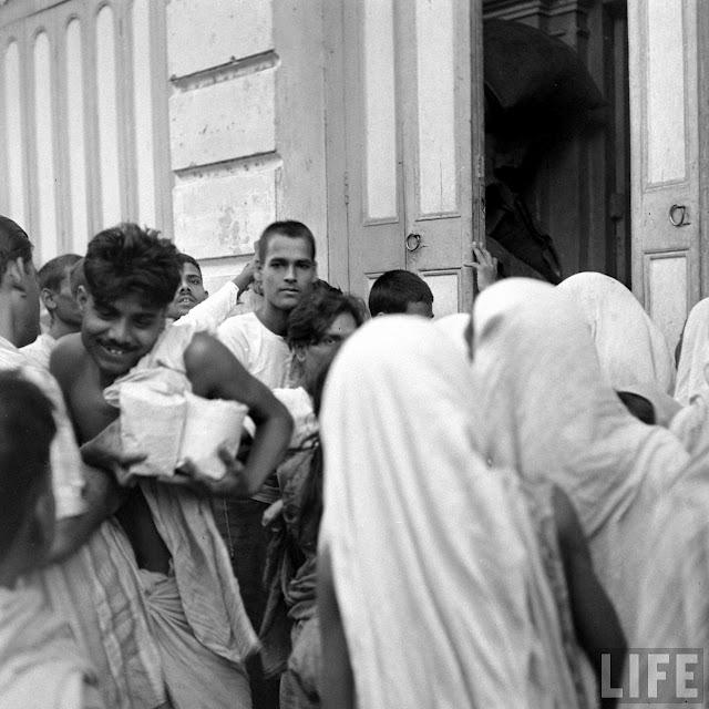 distribution_of_food_among_people_in_bengal.jpg