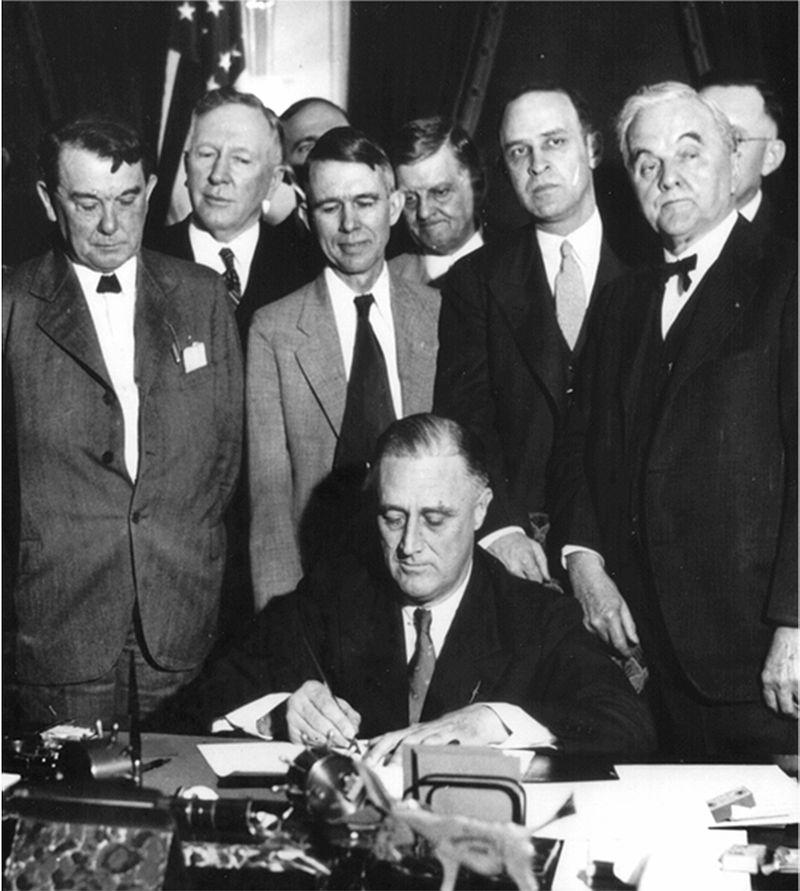 file-roosevelt_signing_tva_act_1933_1.jpg