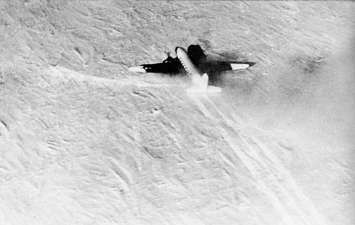 r4d-5l_que_sera_sera_landing_at_south_pole_1956.jpg