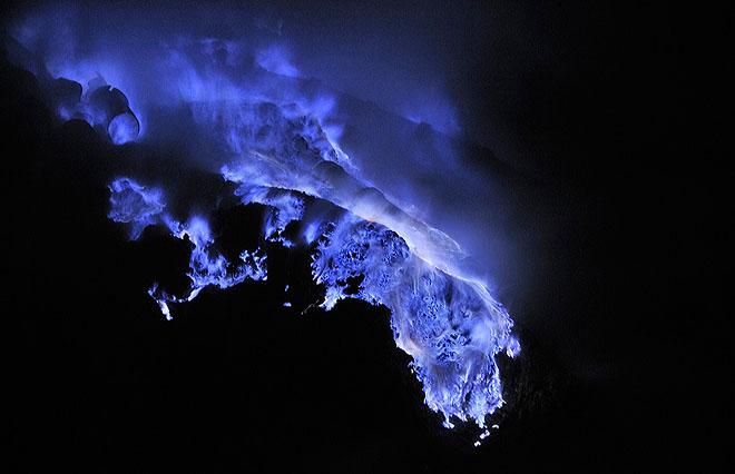 sulfurlava02.jpg