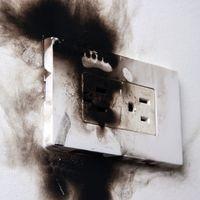Hogyan keletkezhet elektromos tűz, és milyen óvintézkedéseket tehetünk ellene?