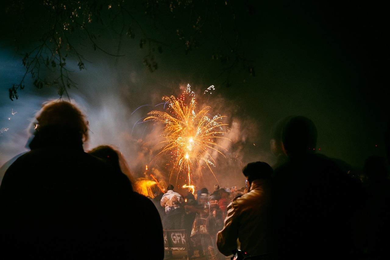 fireworks-691347_1280.jpg