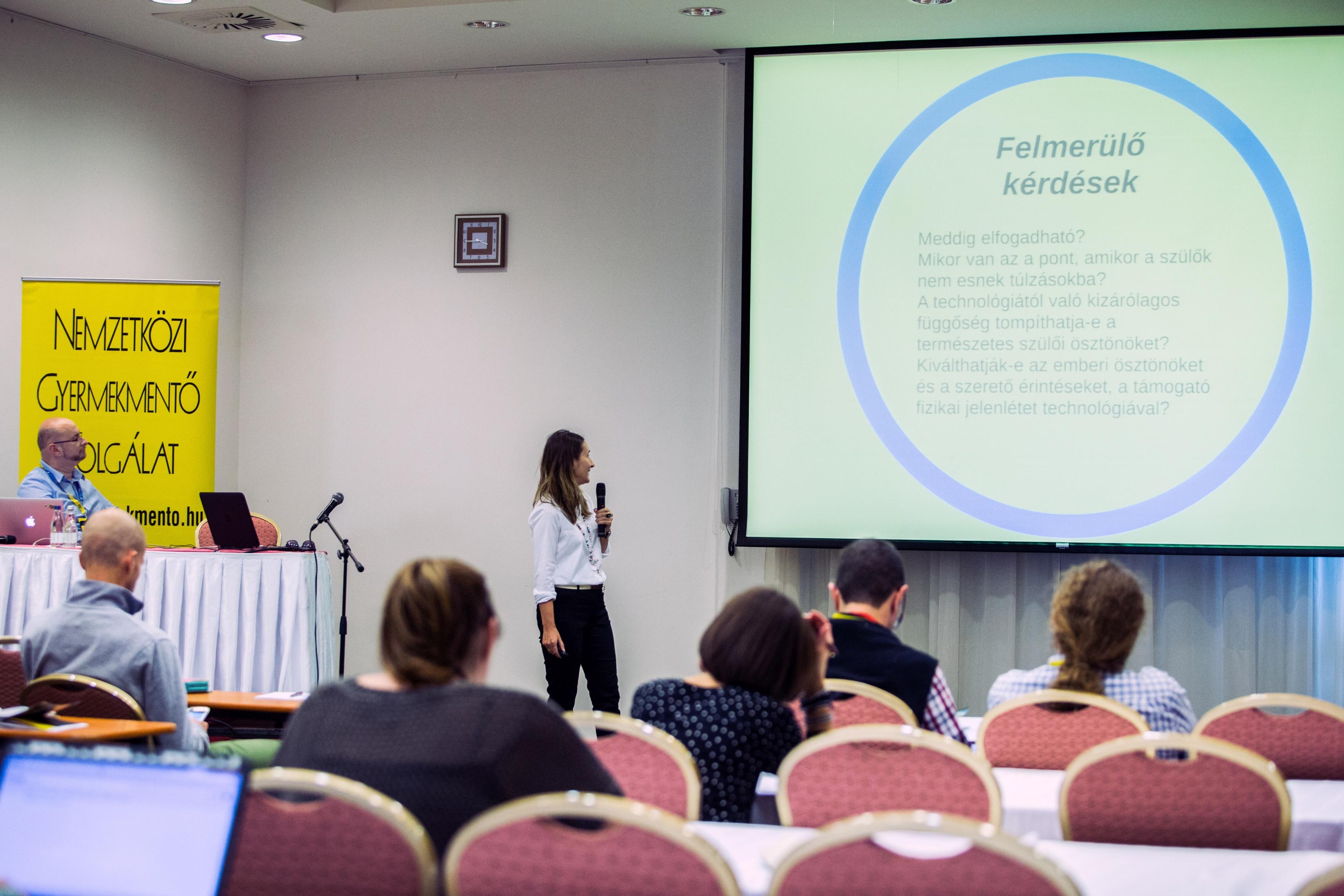 Bereczki Enikő. fotó: Nemzetközi Gyerekmentőszolgálat Médiakonferencia