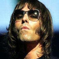 Utcazenészek mutatják be az Oasis új albumát
